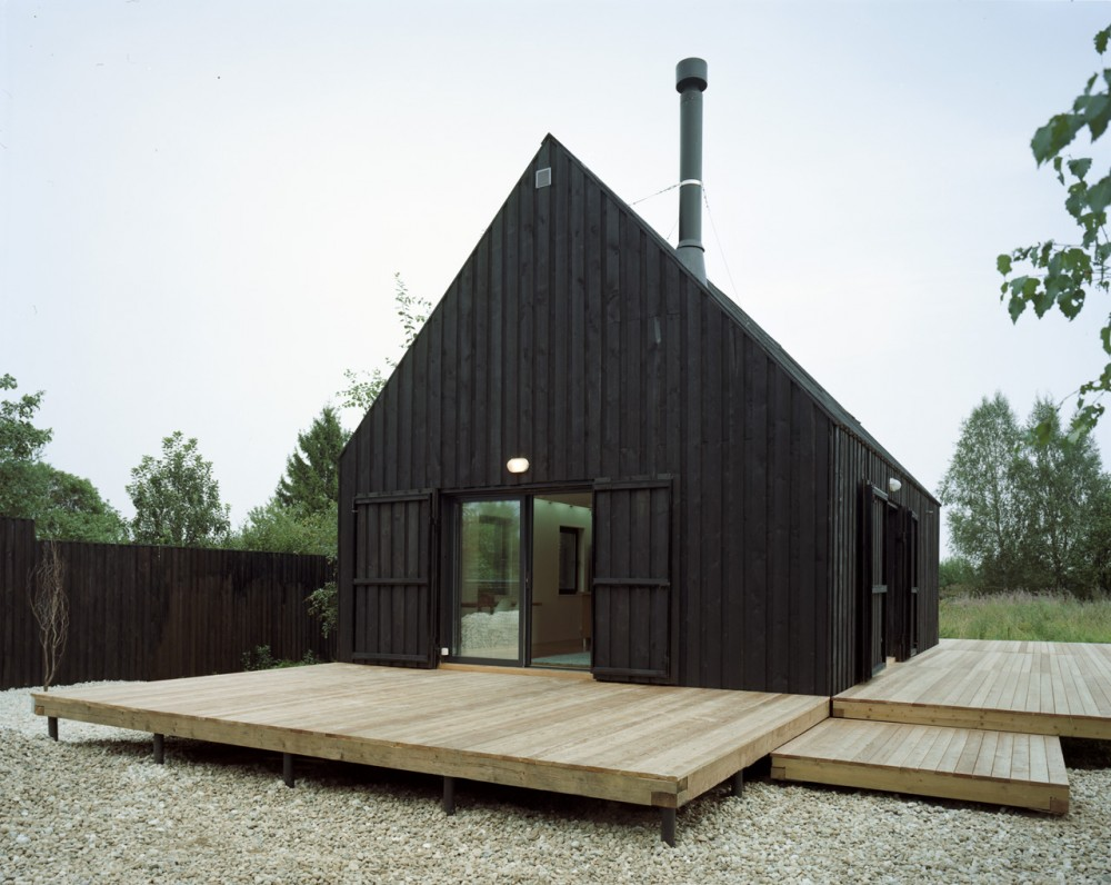 Modern cabins mr barr for Black home design