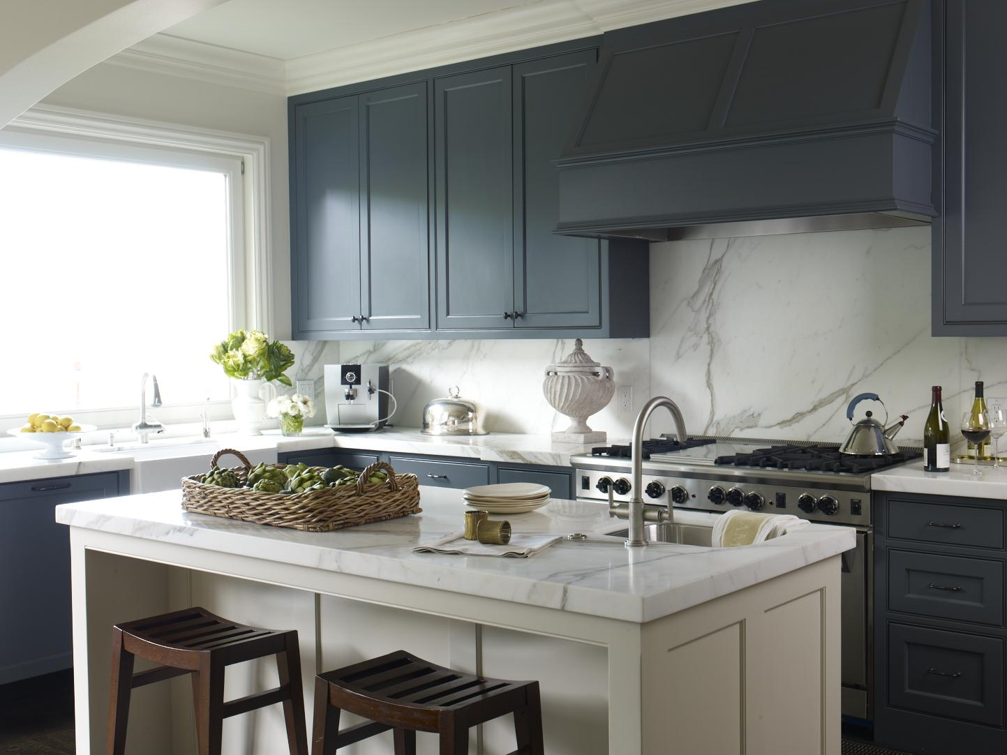 Navy blue part ii mr barr for Grey and white kitchen cabinets