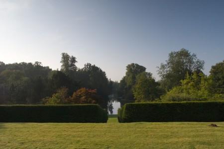 Hedingham_Garden_-_View_down_lake