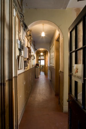 Hedingham_Mansion_House_-_Back_passage