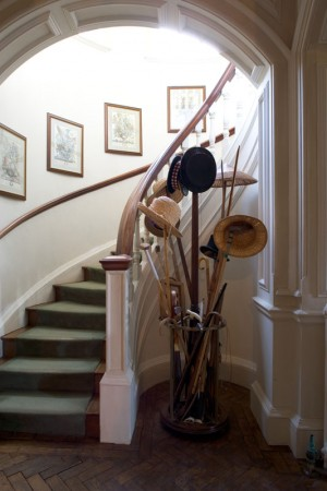 Hedingham_Mansion_House_-_Back_round_stairs
