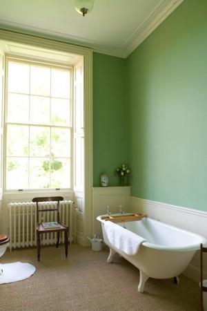 Hedingham_Mansion_House_-_Fuschia_bathroom
